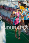 Caitlin SNOW (USA) grabbing a drink in t1 at the…